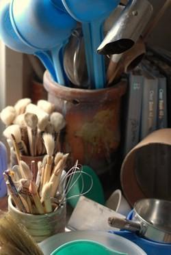 釉薬をかける時の道具たち。